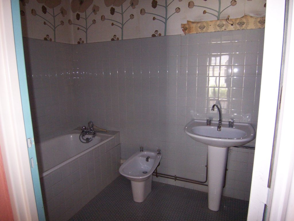 La salle-de-bain avant travaux