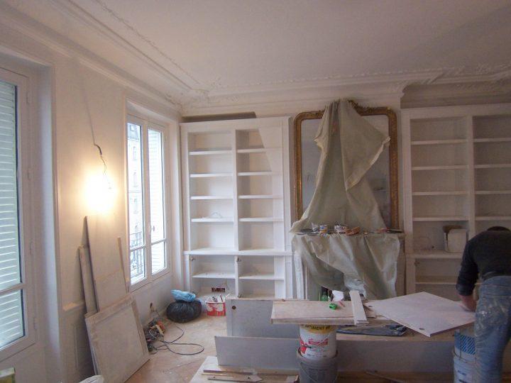 Création d'une bibliothèque pour le séjour autour de la cheminée