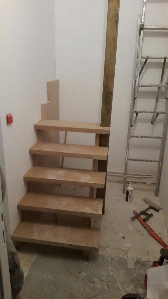 Création d'un escalier sur mesure pour un espace contraint