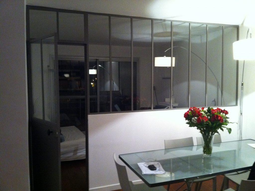 Création d'une verrière entre une chambre et un salon