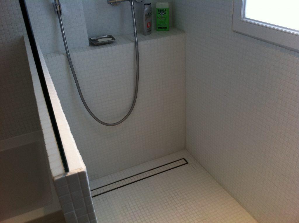 Installation d'une évacuation pour une douche à l'italienne