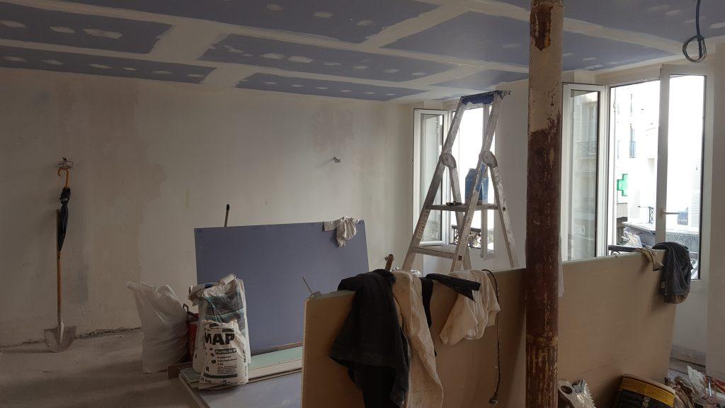 Pose d'un faux plafond d'isolation phonique