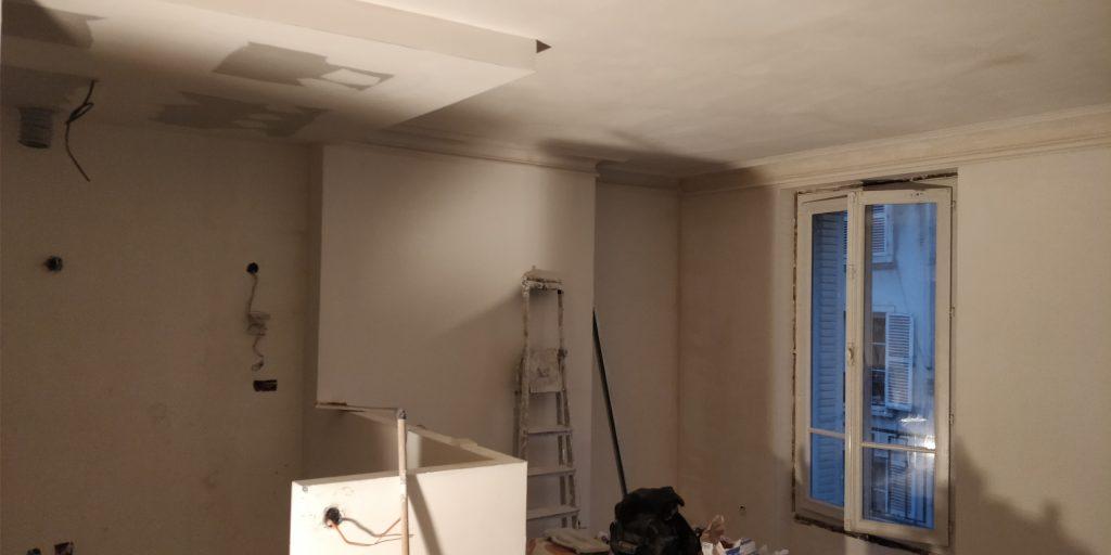 Pose d'un faux plafond dans la future cuisine