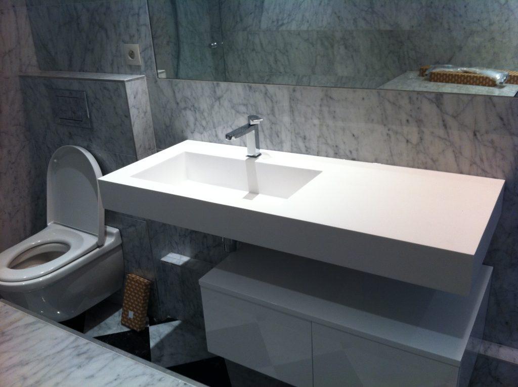 Plan de vasque suspendu avec sous-meuble