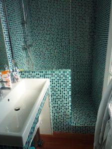 Pose d'une mosaïques pour la douche