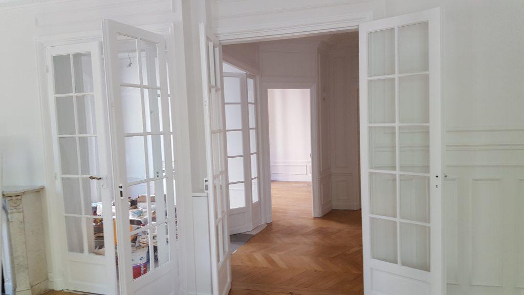 Peinture complète d'une galerie d'entrée