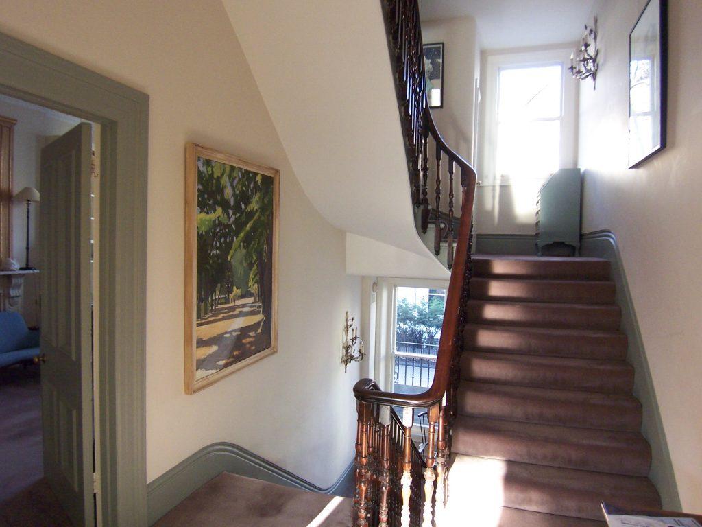 Rénovation de la peinture d'une cage d'escalier