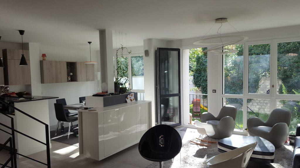 Création et aménagement d'une salle de séjour dans une maison à Paris